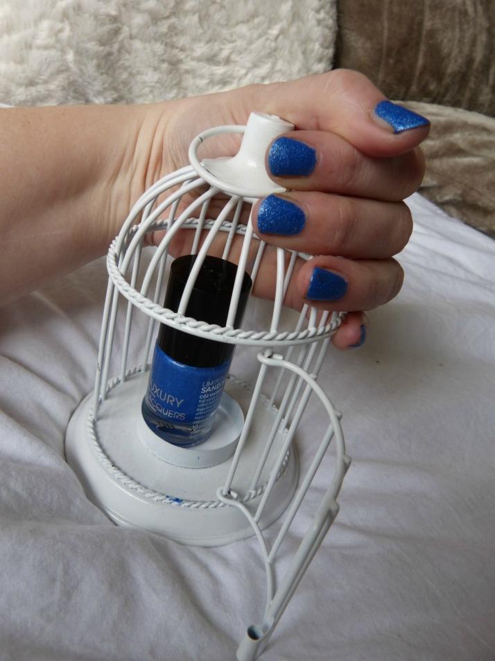 Maliblue in kooi catrice Sand'sation nagellak