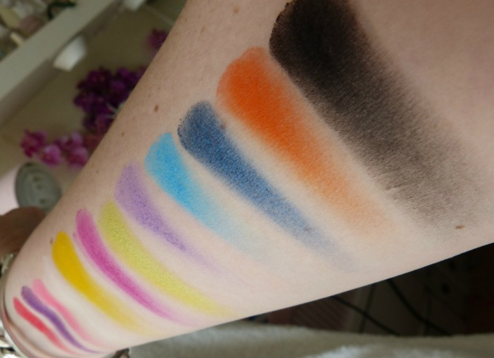 Sleek Circus Palette Divine Collectie Swatches Limited edition