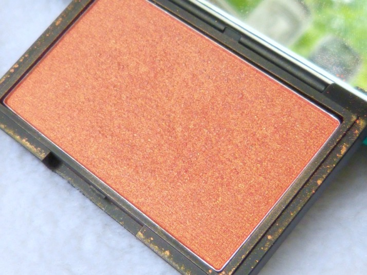 Sleek Rosegold blush...