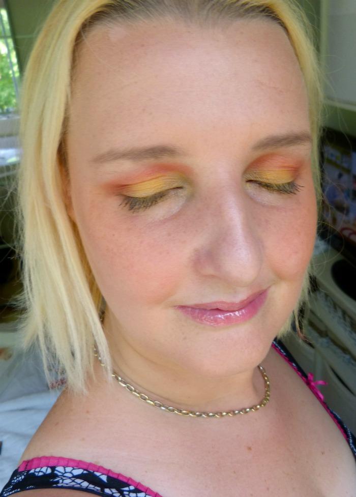 Look met action palette green eyes