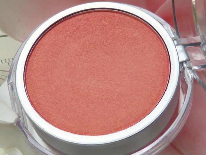 031 Blush Peach Max Makeup Action