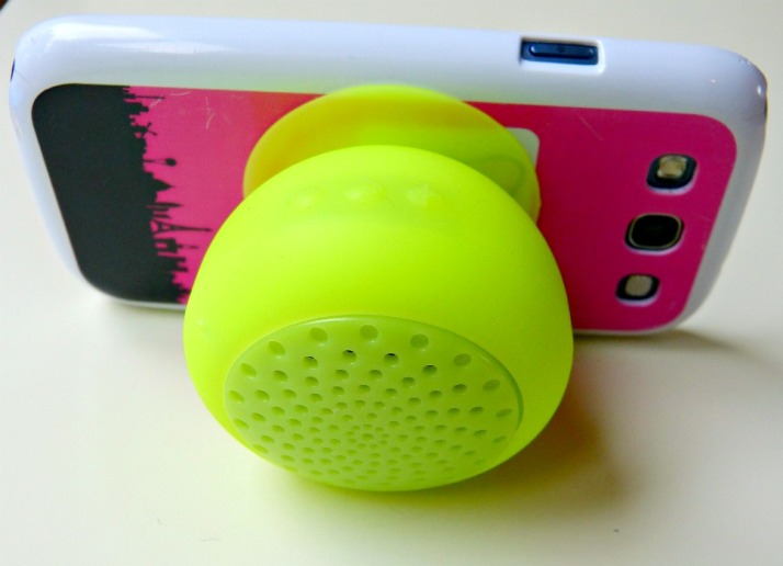 Gumrock bluetooth speaker als mobile telefoon houder mobilefun.nl