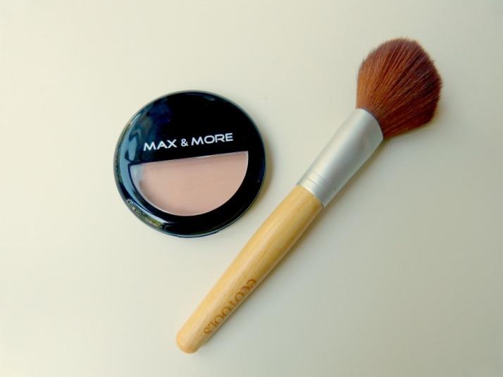 Max & More Budget pressed powder foundation van de Action