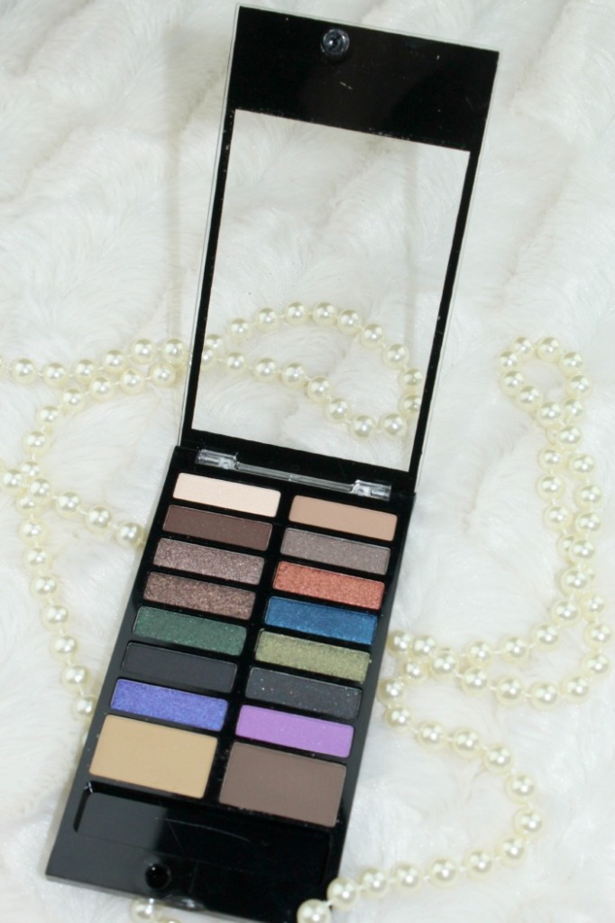 Awesome eyeshadow and eyebrow palette Makeup revolution