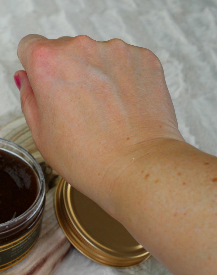 gescrubde hand met Bodhi scrub
