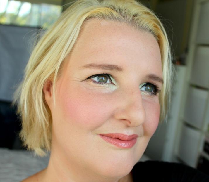 Look Blush makeup revolution