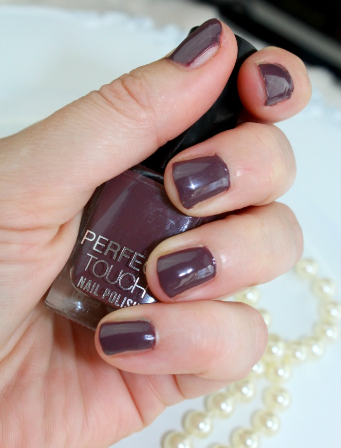 nagels gelakt met perfect touch nagellak van big bazar