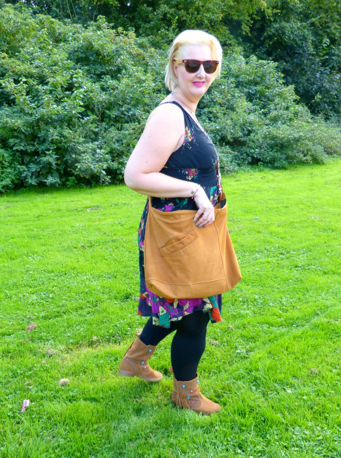 outfit met upcycled tas
