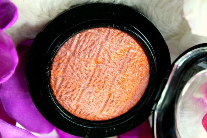 Close up Mac mineralize blush uplifting
