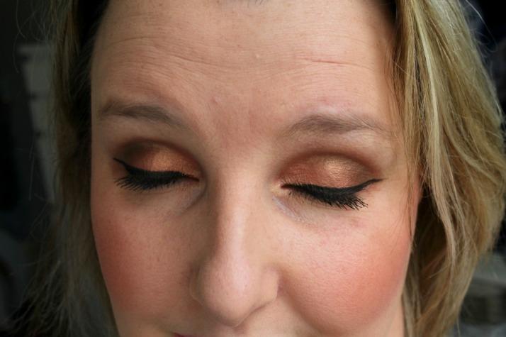 Look met mac oogschaduw, Expensive Pink, Charcoal Brown, Embark