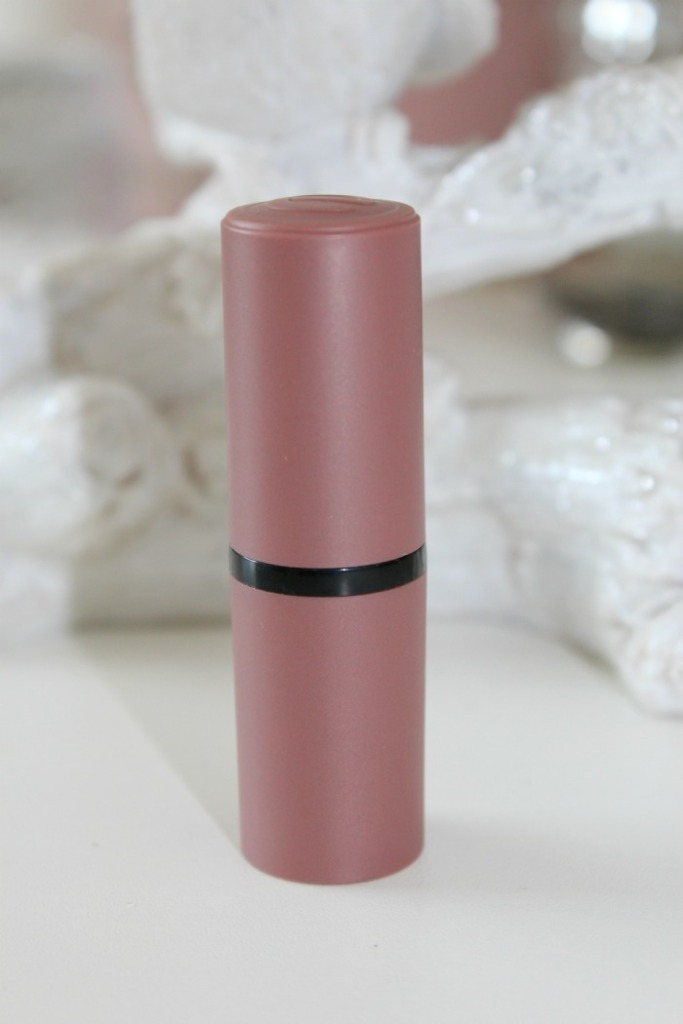 Essence lipstick Come Naturally